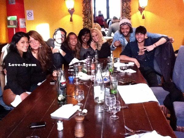 14 Novembre : Ayem, Daniel, Simon, Sabrina et Aurélie ont mangé avec la Prod