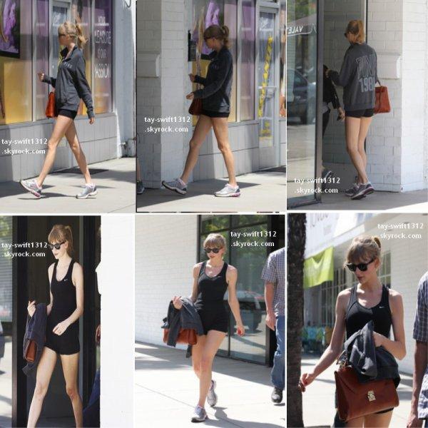 28.04.13 Taylor a été aperçue rentrant au Tracy Anderson Gym et à la sortie
