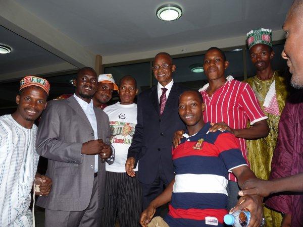 Photo de famille avec certains militants du parti
