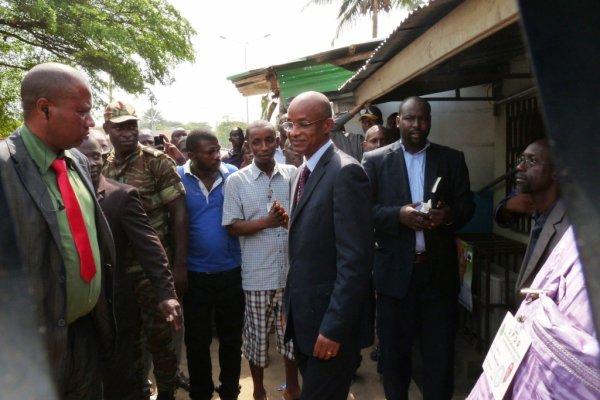 Lors de la sortie du Président de chez BARRY Seydou à Cotonou