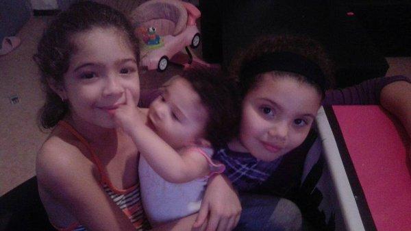mes trois petites filles!assia!ines!!!!!!!!!!et nedjma!!!!!!!ce son