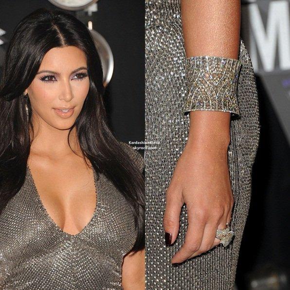 Vien suivre l'actualité de notre belle brune sur,KardashianKimiz.skyrock.com ta source n°1 de Kim Kardashian
