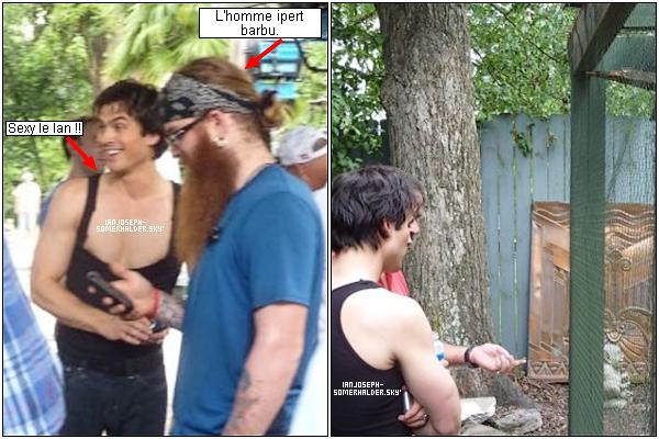 .  Ian sur le tournage de la saison 2 de The Vampire Diaries.   On peut voir que Ian s'est coupé les cheveux.  .