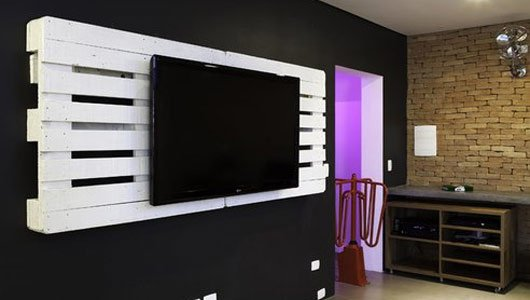 un mur 2 palettes un cran plat blog de vdkdesign. Black Bedroom Furniture Sets. Home Design Ideas