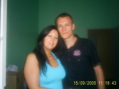voilà une photo de moi et mon chéri!!!