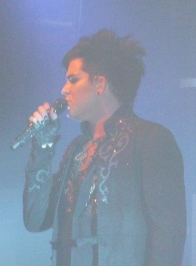 Prestation d'Adam Lambert qui interprète Purple Haze de Jimi Handrix