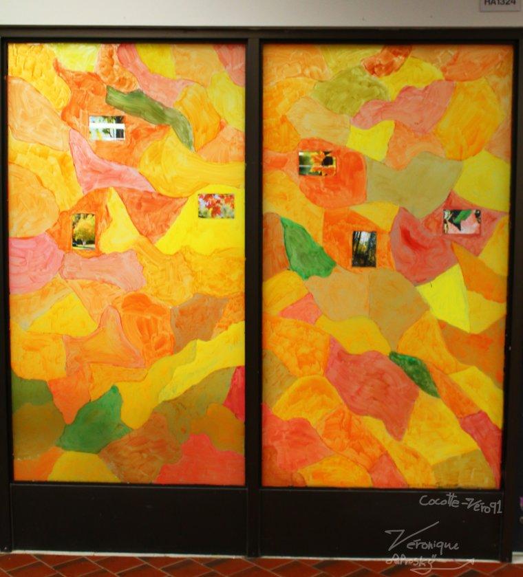 Thème d'automne dans la cafétéria de mon école (contrat)