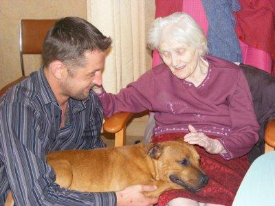 Visite en maison de retraite à Plougastel le mardi 3 mai 2011   (4)
