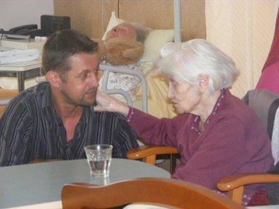 Visite en maison de retraite à Plougastel le mardi 3 mai 2011     (5)