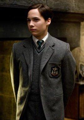 personnage: Tom Elvis Jedusor (alias Lord Voldemort) partie 1 (jeunesse)