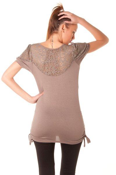 Superbe top avec col tombant et dentelle dans le dos. Mode femme sur le net pas cher.