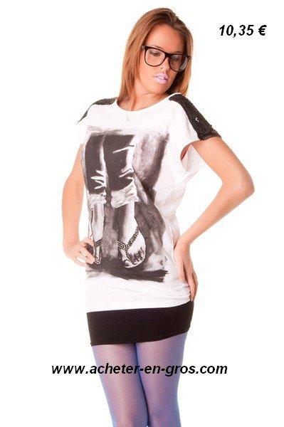 Beau T shirt blanc long avec imprimé 100% coton. Esprit rock, geek. Mode femme.