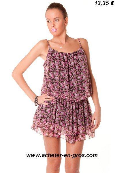 Jolie petit robe avec imprimé floral. Les idées fashion sont sur le net.