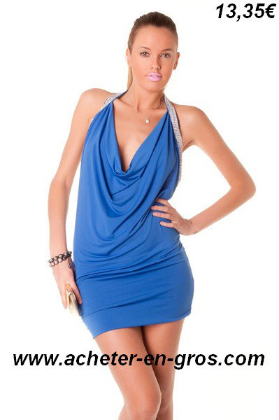 Belle et sexy robe de soirée avec décolleté en V dans le dos. Mode femme