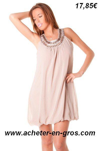 Belle robe forme ballon sur le bas. Vetement femme à prix imbattables.