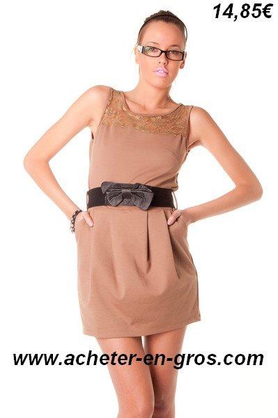 Belle robe ceinturée avec dentelle. Mode femme à prix mini.