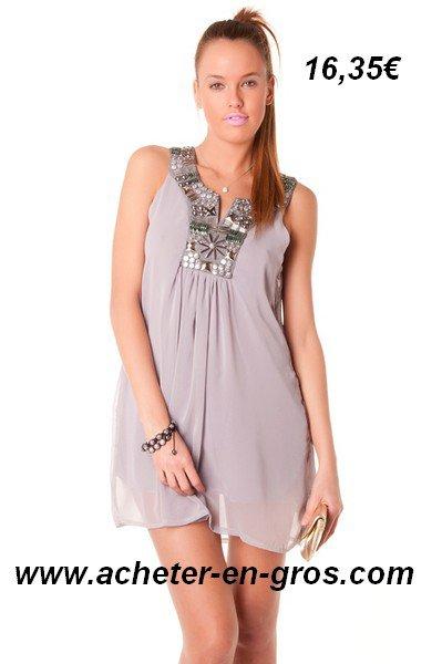 Belle robe courte avec col perlé. Mode et vetement femme à bas prix.