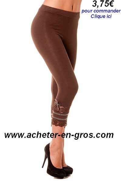 Joli leggins avec dentelle et strass sur le bas. Mode femme.