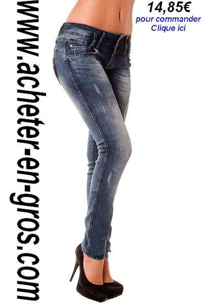 La série jean slim légèrement délavé et usé sur le devant. Lies idées shopping.