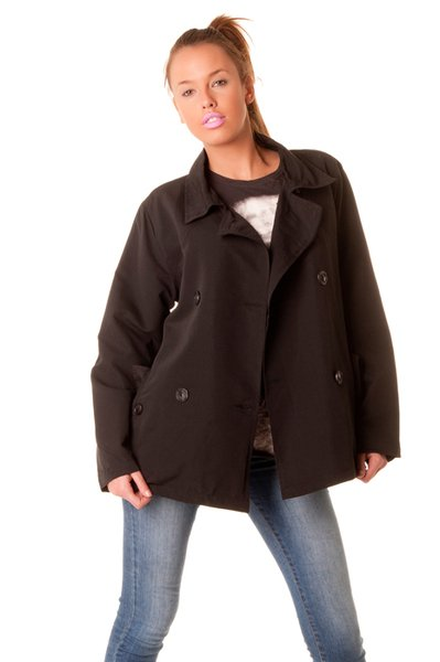Superbe petit paletot noir, les classiques de la mode.