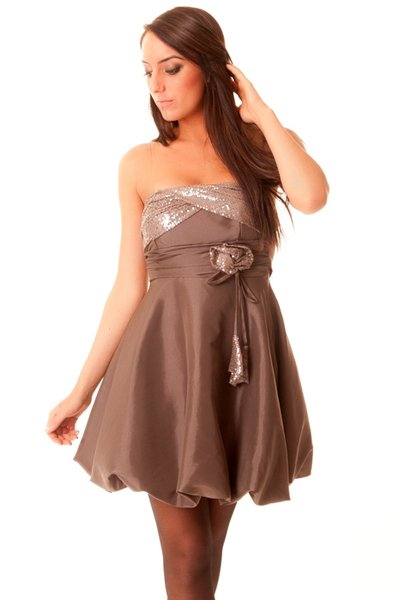 Robe avec strass et bretelles. 9871