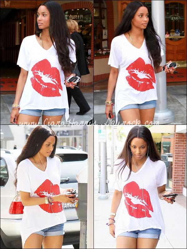 """16/03/11: Ciara, sortant d'un centre médical. Ensuite vue se promenant dans les rues de Beverly Hills. Plus bas, vous pourrez retrouver le tout nouveau clip de Ciara en featuring avec Mindless Behavior et d'autres (""""My Girl"""") ..."""