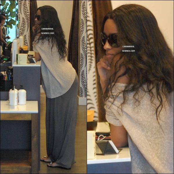 06/07/11: Cici, aperçue dans, puis quittant un salon de coiffure à Los Angeles. TOP ou FLOP sa tenue?