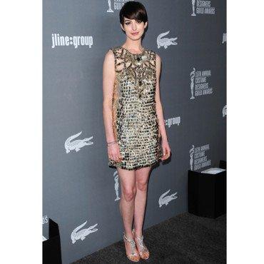 Anna Hathaway étincelante en robe Gucci à Los Angeles !