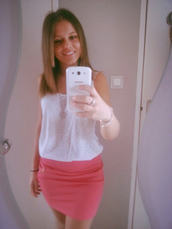 La femme qui continue à t'aimer alors que tu l'as blessé ,  sa c'est la femme que tu devrais epouser ♥♥..