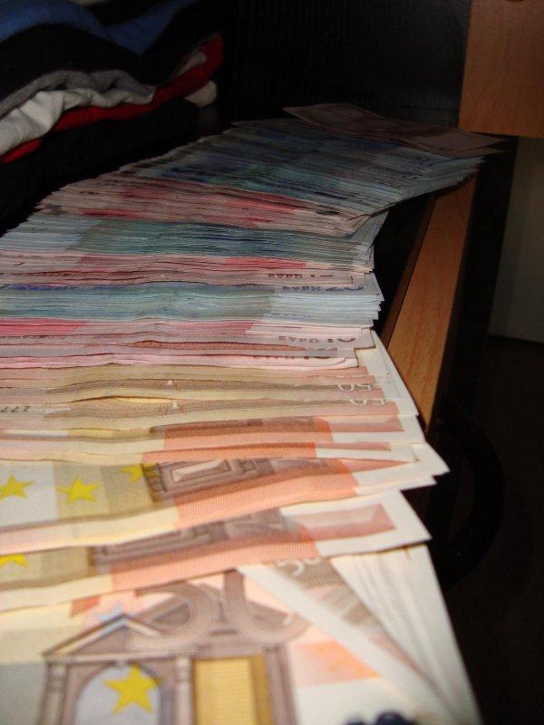 La liberté en 4 lettres: EURO...