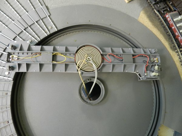 mon réseau - La rotonde type P Jouef et son pont tournant  (2)