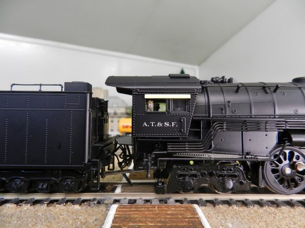 Mon réseau - Locomotive US digitale sonorisée, la 4-8-4 Santa Fe 3754 (3)