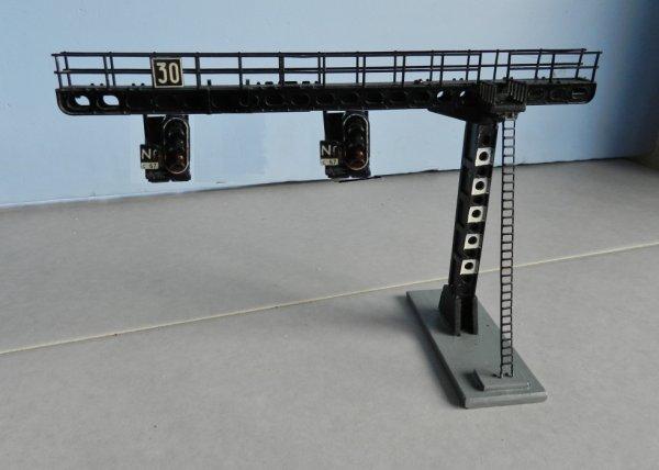 Mon réseau - Potence de signalisation à deux nacelles, modéle Jouef (3)