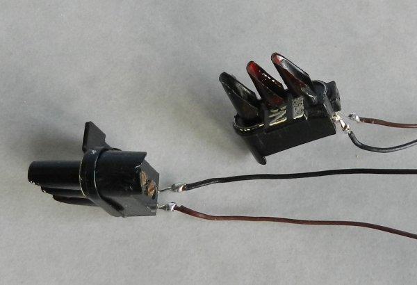 Mon réseau - Potence de signalisation à deux nacelles, modéle Jouef (5)