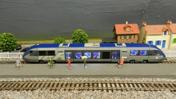 Mon réseau - L'autorail X 73500 Ho jouef avec ses passagers (6)
