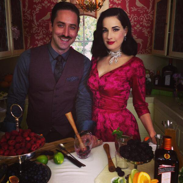 "Dita Von Teese assiste au ""Live Virtual Holiday Soiree"""