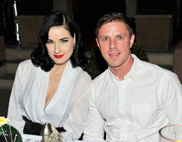 12 MAI - Dita Von Teese assiste à un dîner intime (en compagnie de Demi Moore et Jason Sellards)