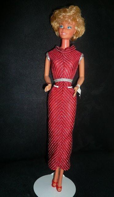 Pretty Changes Barbie porte la tenue n° 3680 de 1981