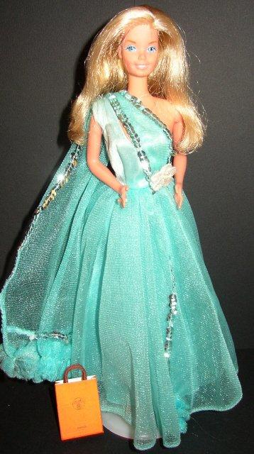 Barbie Superstar porte la tenue n° 9471 de 1977