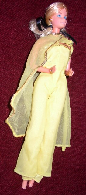 "Fashion Photo Barbie porte la tenue n° 2480 de 1978 ""Sunny yellow shine for nighttime"""