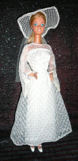 "Fashion Photo Barbie dans la tenue n° 2300 de 1978 ""Bride in white, a lovely sight !"""