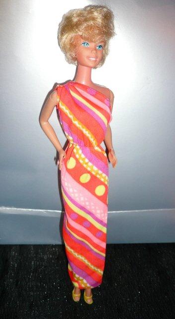 Pretty Changes Barbie porte la tenue n° 1351 de 1980