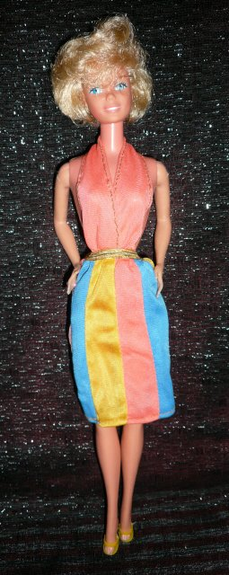 Pretty Changes Barbie porte la tenue n° 1353 de 1980