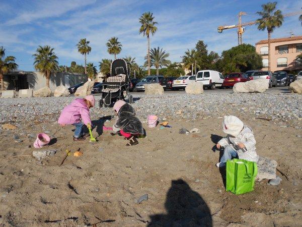 Super il fait beau jeux de sable!!!
