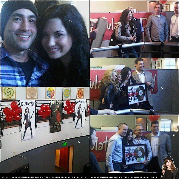 """. Enfin des candids.! 16/02/11 - Demi qui recoit la plaque d'or pour """"Don't Forget"""".  ."""