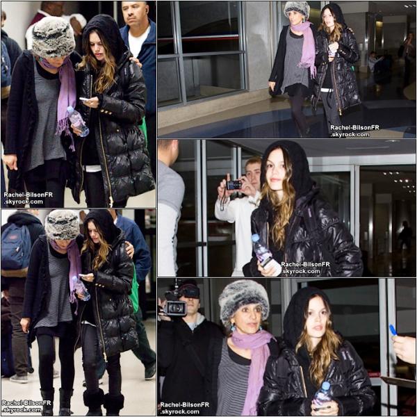 .  09 / 01 / 11 __  › Rachel avec sa maman arrivant à l'aeroport de Los Angeles & Deux still de WFF ! .