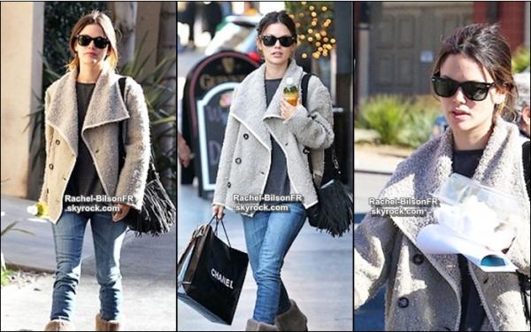 .  14 / 01 / 11 _  › Rachel fait les magasins en passant par Chanel dans les rues de Los Angeles .