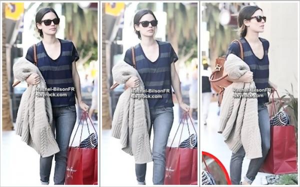 .  28 / 01 / 11  __  › Rachel dans les rues de Los Angeles , faisant ce qu'elle adore : du shopping  ;)  ! .