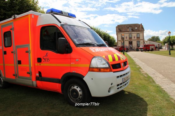 VSAV LRB 261 ( Lorrez-Le-Bocage 77 )