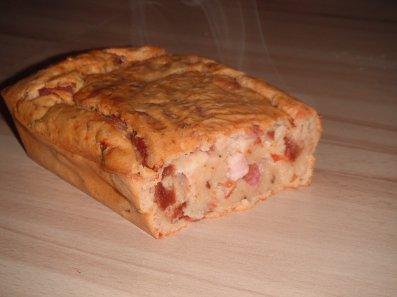 Cake aux allumette de jambon et aux tomates séchées